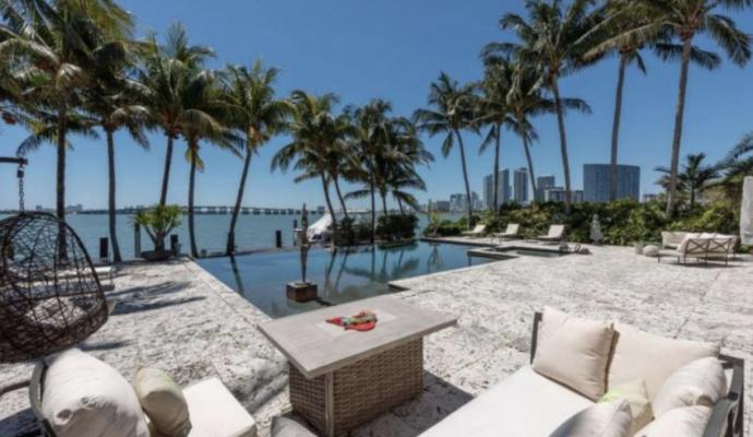 10 Imágenes del Casoplón con embarcadero de Enrique Iglesias en Miami que vende por millones de euros