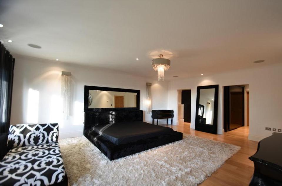 mansion cristiano ronaldo dormitorio e1a86bff