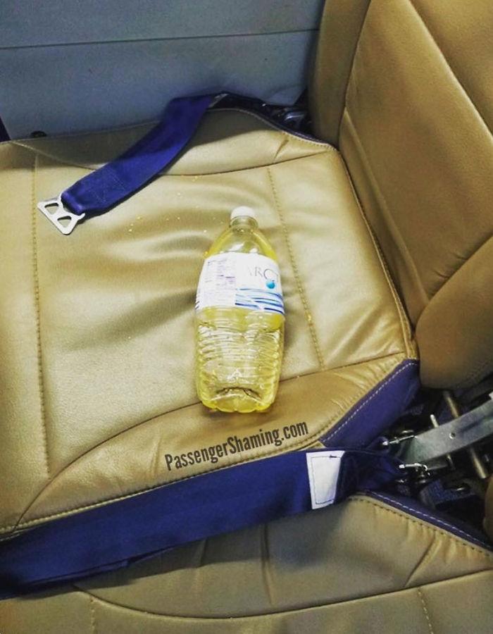 bizarre passengers funny passenger shaming 1 5c38a917d602b 700