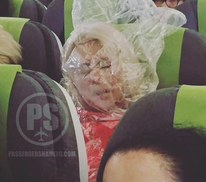 20 Surrealistas situaciones que nunca nos gustaría encontrar en un avión